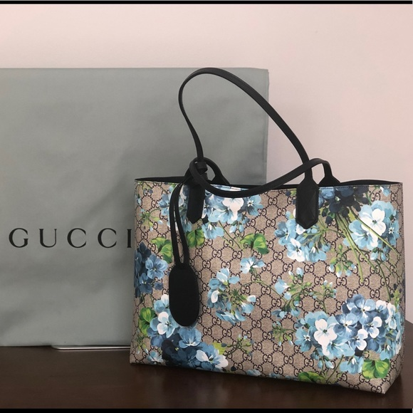 db92ff35b64 Gucci Handbags - Gucci Blooms (Blue) Reversible Tote
